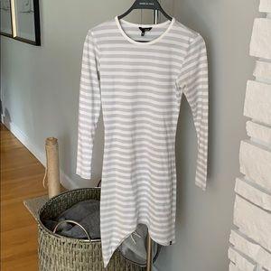 Hurley long sleeve light fabric dress